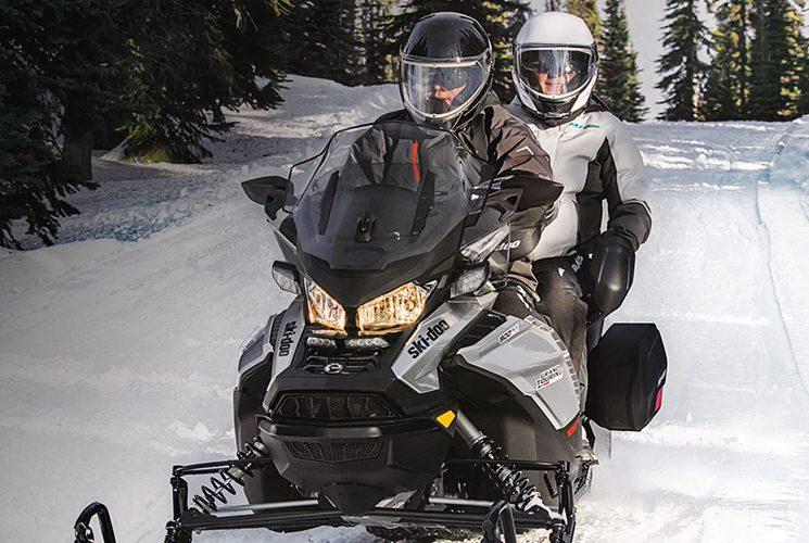 Partez à l'aventure seul ou à deux avec la motoneige Grand Touring 2020 de Ski-Doo